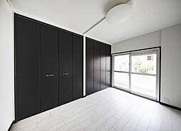 洋室には大きなクローゼットが有収納充実?