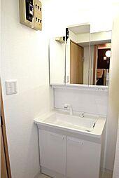 シャワー付洗面化粧台です。