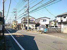 私道入口のバス通り