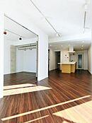 室内リノベーション済、南西向きの明るく開放感のある室内