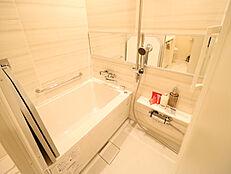 他の部屋との温度差を軽減する浴室換気乾燥暖房機付きです