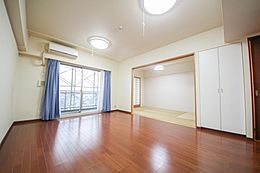和室が隣接しており、のんびりとくつろげるリビング