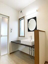 「1階洗面台。手洗い場交換済みです。」