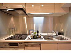 新規交換したシステムキッチンは食洗器付き