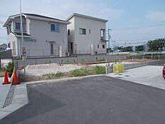 土地面積80.16坪駐車スペースもゆったり確保できます。
