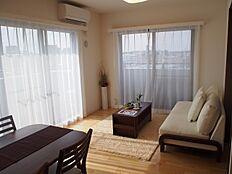 間取りは3LDKで角部屋の日当たりのよいお部屋です。
