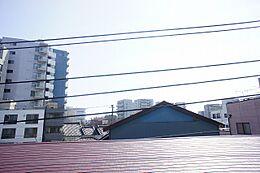 バルコニーからの眺望です。南向きで日当たり良好です。