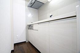 清潔感のあるホワイトを基調としたキッチン