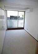 6.4帖の洋室は1面収納になっています。
