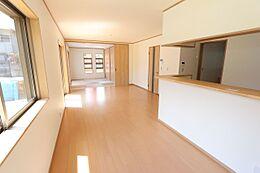 和室と合わせて24帖の大空間。大勢のお客様でも安心です。
