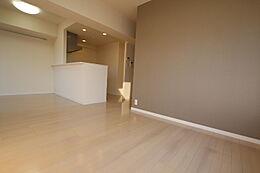 LDK14.7帖 角部屋です。