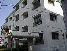 浅草線「馬込」駅徒歩10分の5階建てマンション。