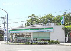 ファミリーマート尼崎御園店  178m