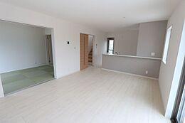 和室を合わせて22帖の広々空間です。