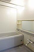 浴室換気乾燥機付き。悪天候でも洗濯物が干せます