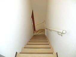 階段は壁天井ク...