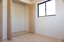 2階洋室5帖。