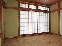 1階8畳の和室...