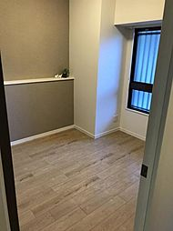白が基調の清潔感のあるお部屋です