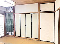 和室には床の間、仏間、押入と収納たっぷり