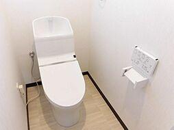 リフォーム済TOTO製の温水洗浄便座を新設しました。壁・天井クロス張替え、床は水に強いクッションフロアを新設しました。おトイレに窓があるので、換気も簡単にできます。