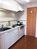 キッチンスペースは3.1帖キッチン横の扉から洗面室に行くことができます。