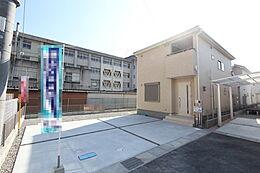 屋根材には軽くて火災に強い「カラーベスト」を採用。日本瓦の約1/3という軽さで、地震時の建物への負担や揺れを軽減。原材料にアスベストを使用していない安心の製品です。