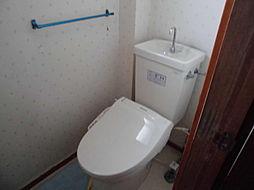 窓付きのトイレ...