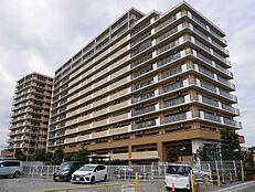 203戸のビッグコミュニ―ティーで駐車場使用料も1台無料です。
