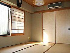光の入る和室