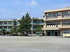 鶴川第三小学校(851m)