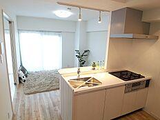 LDKは家族との時間を大切にできる場所。優しい色使いがホッとできる心地いい空間を演出。