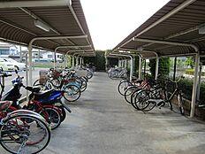 広々とした駐輪スペース。