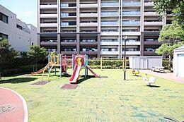 「近隣の公園」日常のお住まいでここまでの贅沢を味わえるマンションがここにあります。ぜひ現地まで足を運び、体感してみて下さい。