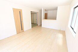 和室と合わせて22帖の広々スペース。