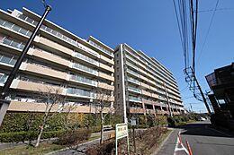 総戸数189戸のビッグコミュニティ「高幡不」駅より徒歩3分です