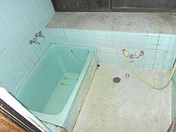 バスルームで一...