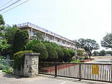 阿見町立阿見小学校(686m)