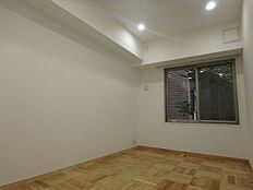6.6帖の居室はベットと机も置けます