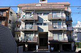 1階が車庫なので、実質4階建てです。
