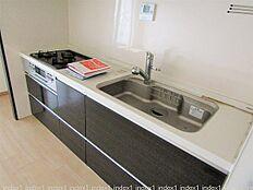 収納充実システムキッチン 浄水器一体型です
