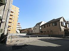 都心アクセス良好な京王線「芦花公園」駅6分という利便性を有する高台エリアの土地情報です。