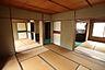 和室3部屋は続き間になっており、襖を開けておくことで居室を広々と使うことができ、風通しも良く快適に過ごすことができます!,3K,面積55.52m2,価格435万円,阪急神戸本線 六甲駅 バス6分 鶴甲2丁目下車 徒歩3分,,兵庫県神戸市灘区鶴甲2丁目3-2