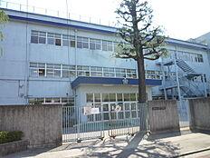 中学校立川市立第三中学校まで1611m