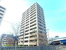 本物件は14階建ての大型マンションです。