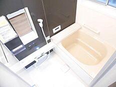 リフォーム済お風呂は新品のユニットバスに変更しました。追い焚き機能付きでキッチンからも操作できるようになっています。