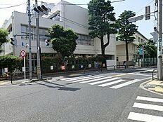 世田谷区立代沢小学校まで460m