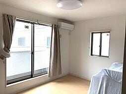 南に面した洋室は採光・通風に優れた心地よい空間です。
