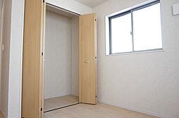 2階洋室6帖。