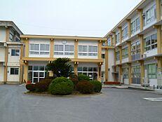 中学校尚徳中学校まで968m